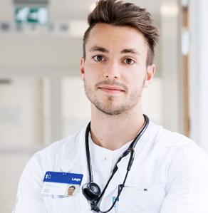 Adam Witten, Medicinstuderende Og Lægevikar
